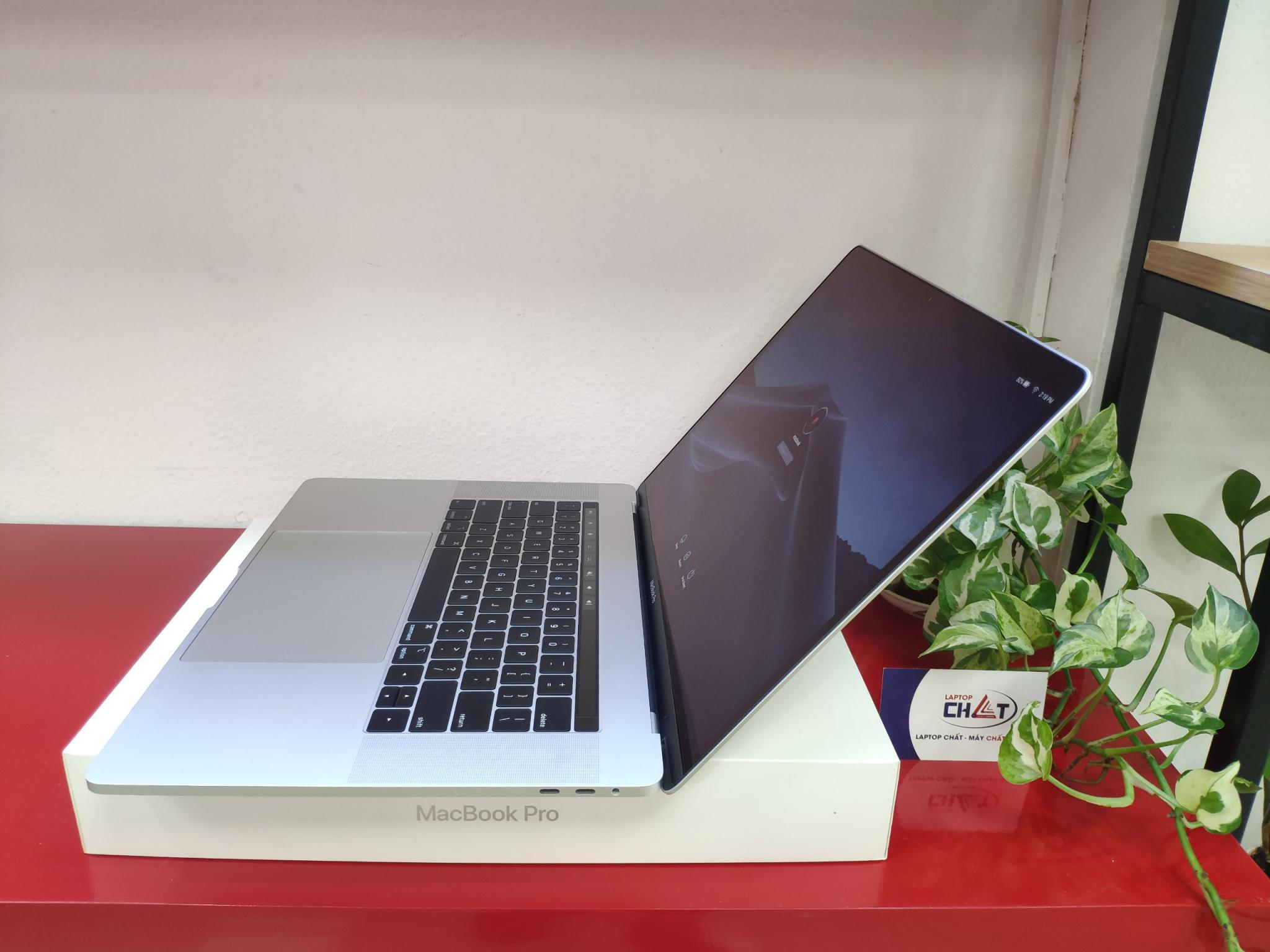 Macbook Pro 15 inch 2018 Core I7 32GB 256GB SSD AMD PRO 555X 4GB openbox
