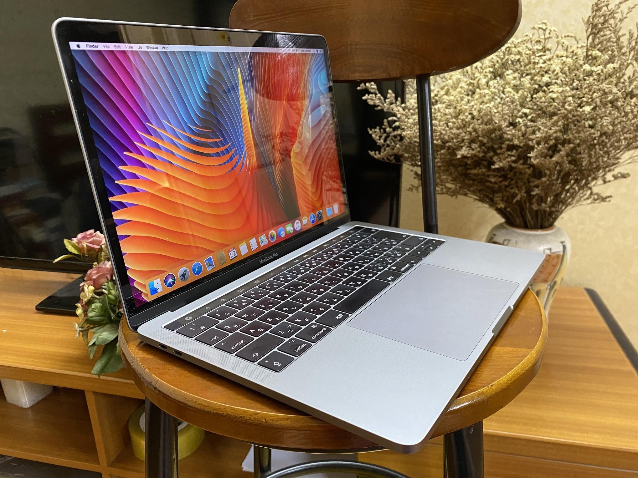 Macbook Pro 2017 13inch  MPXV2 Core i5-8GB-256GB