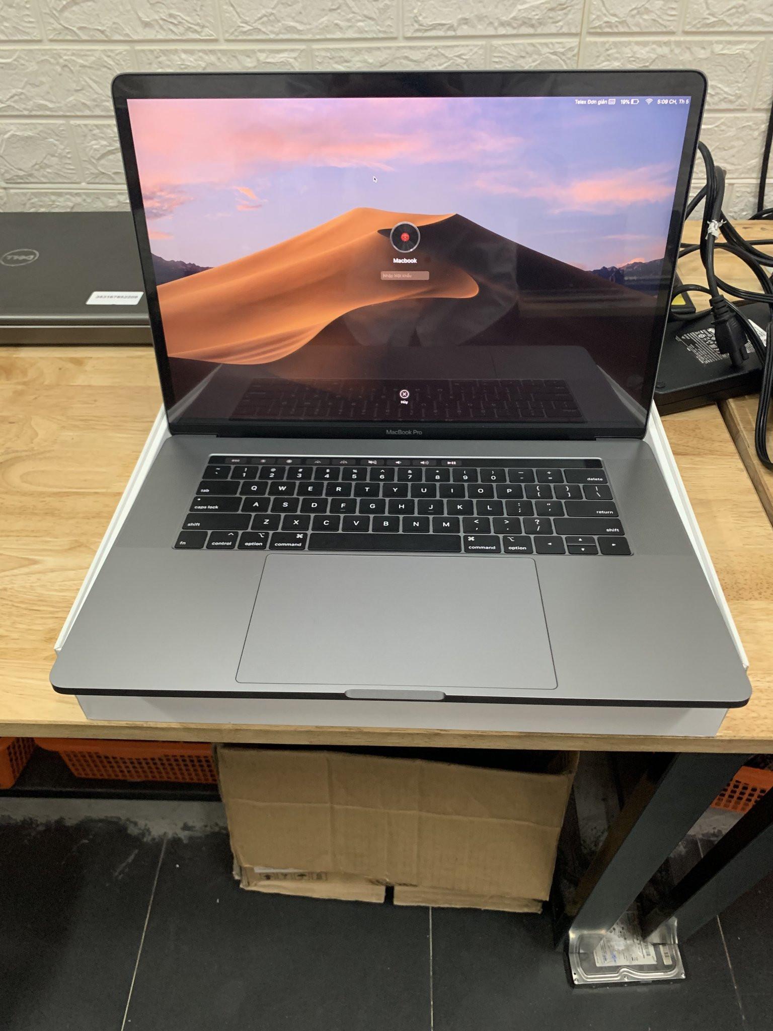 "Macbook Pro 2017 15"", Core i7/16GB/512GB"