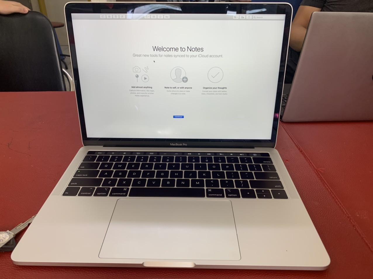 "Macbook Pro 2017 13"" I5 RAM8GB SSD 128"