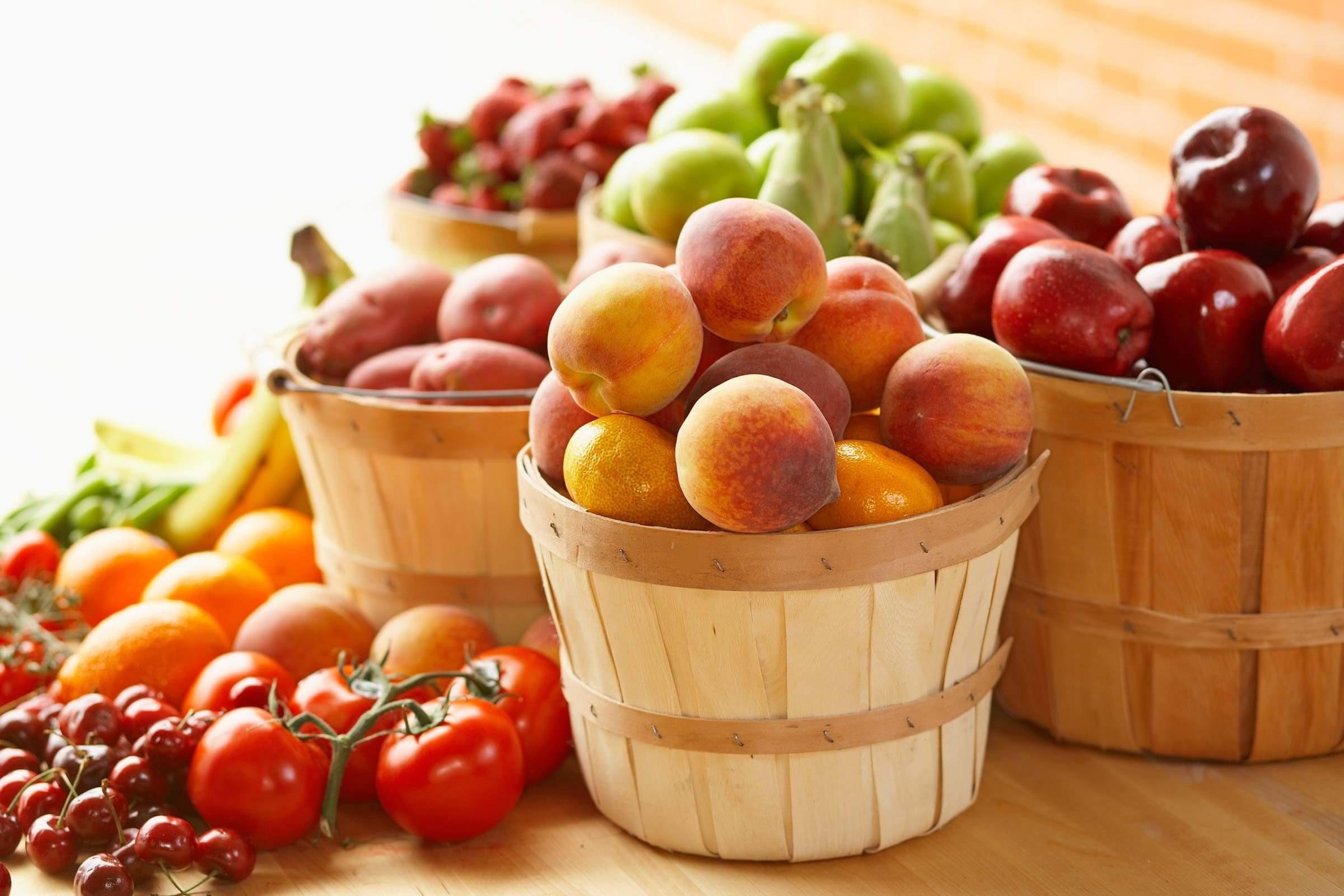 Các loại trái cây là nguồn cung cấp vitamin C tuyệt vời giúp làm chậm quá trình lão hóa và làm đẹp da