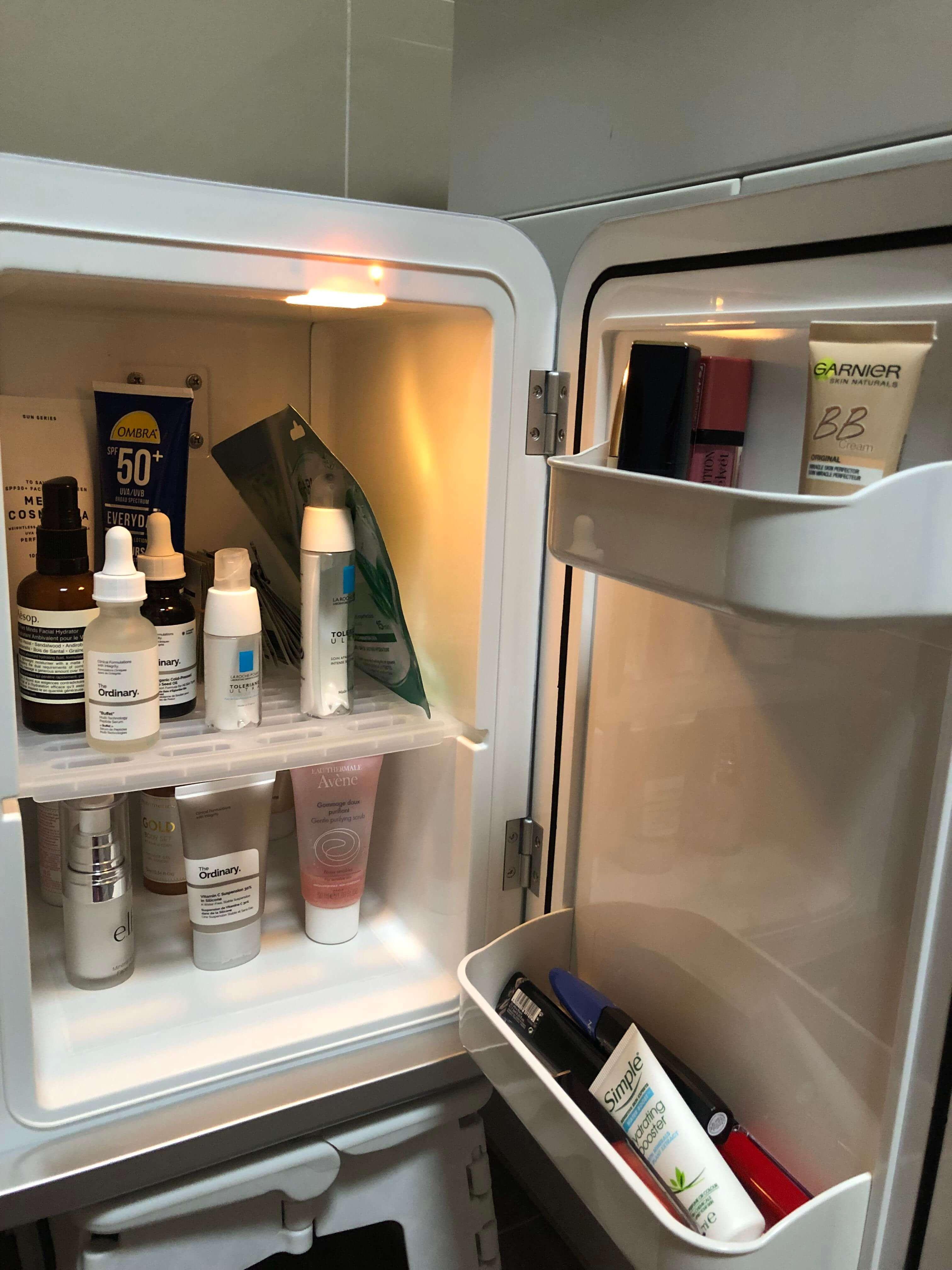 Để mặt nạ đã qua sử dụng vào tủ lạnh có thể giúp bạn tái sử dụng thêm một lần nữa nhé