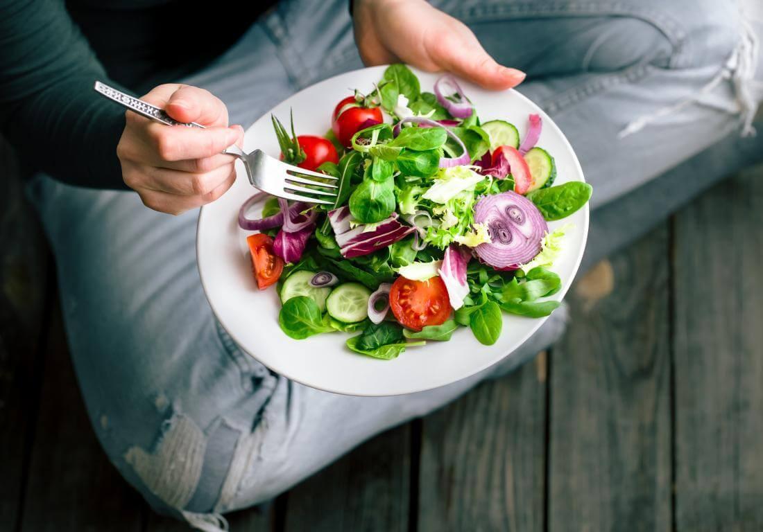 Ăn nhiều hoa quả, rau xanh giúp cơ thể bạn có khả năng miễn dịch tốt hơn, chống lại nhiều loại vi khuẩn gây hại xâm nhập