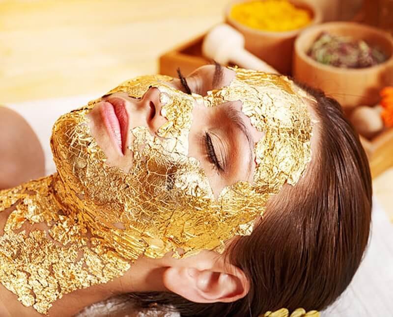 Vàng từ thời xa xưa đã được con người sử dụng trong các mục đích làm đẹp