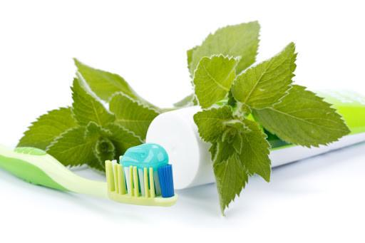 Không nên sử dụng kem đánh răng có chứa bạc hà để rửa mặt