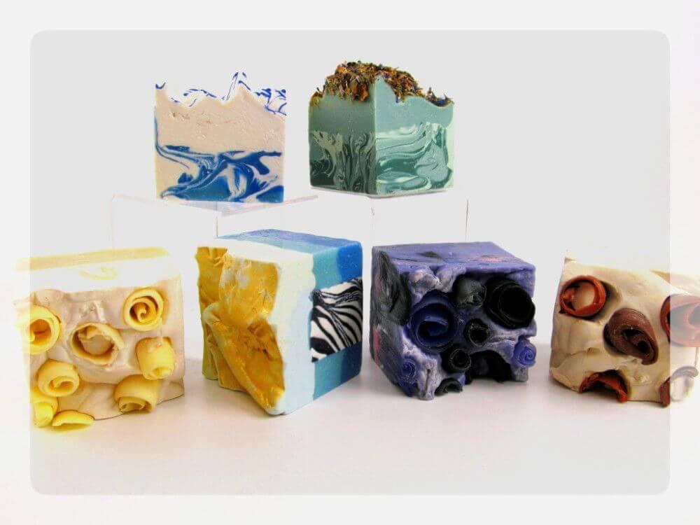 Xà phòng handmade rất đa dạng từ chủng loại, cho tới mẫu mã, màu sắc và mùi hương